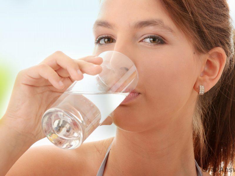 uống nước muối vào buổi sáng
