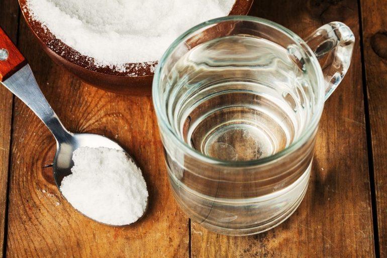 sử dụng nước muối rửa mặt hợp lí nhất