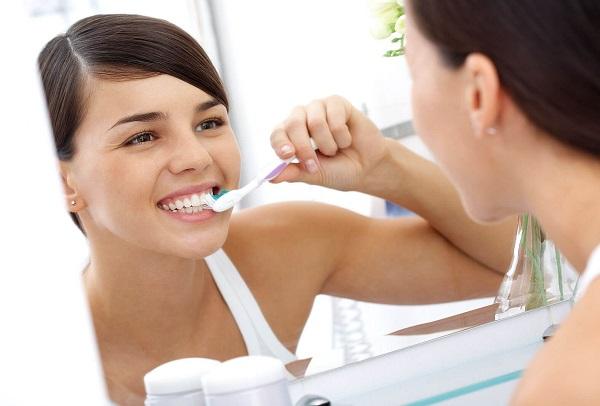 diệt khuẩn với nước súc miệng - Dr.Muối