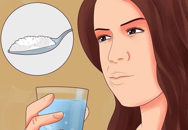 ngậm nước muối trước hay sau khi đánh răng - Dr.Muối