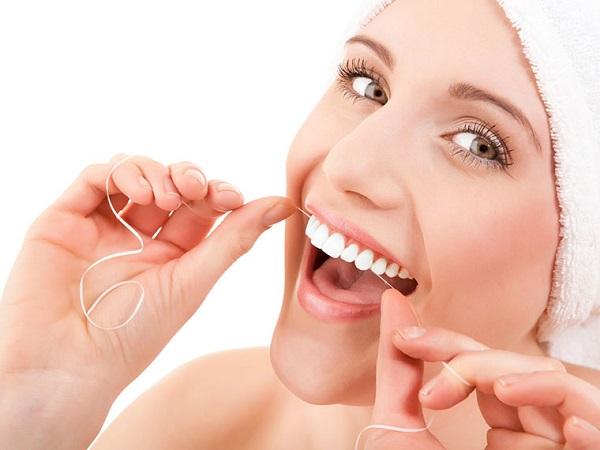 chỉ tơ nha khoa làm sạch răng