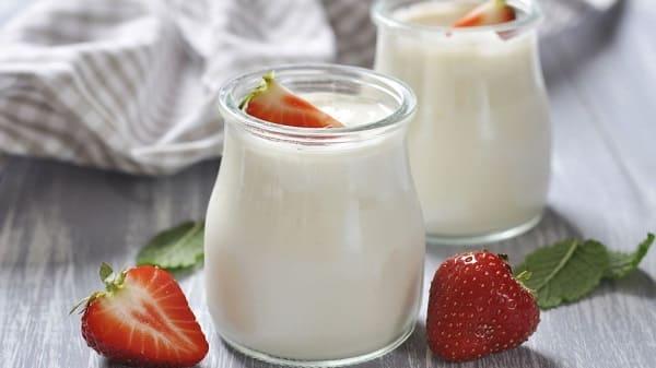 dùng sữa chua chữa bệnh hôi miệng