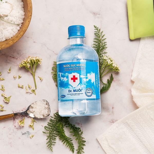 trị viêm lợi với nước muối - Dr.Muối