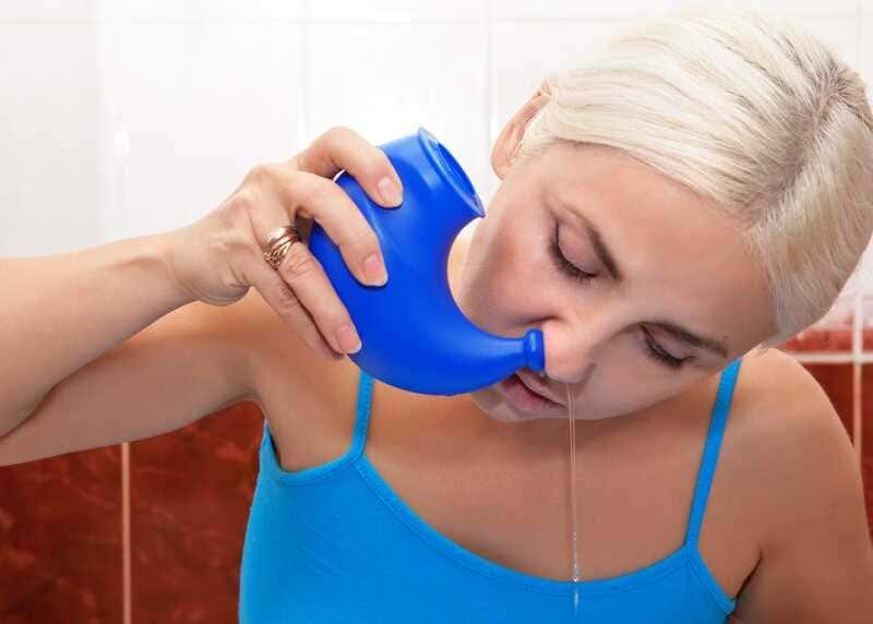 cách rửa mũi bằng bình neti pot