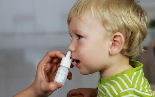 cách rửa mũi cho trẻ đúng cách