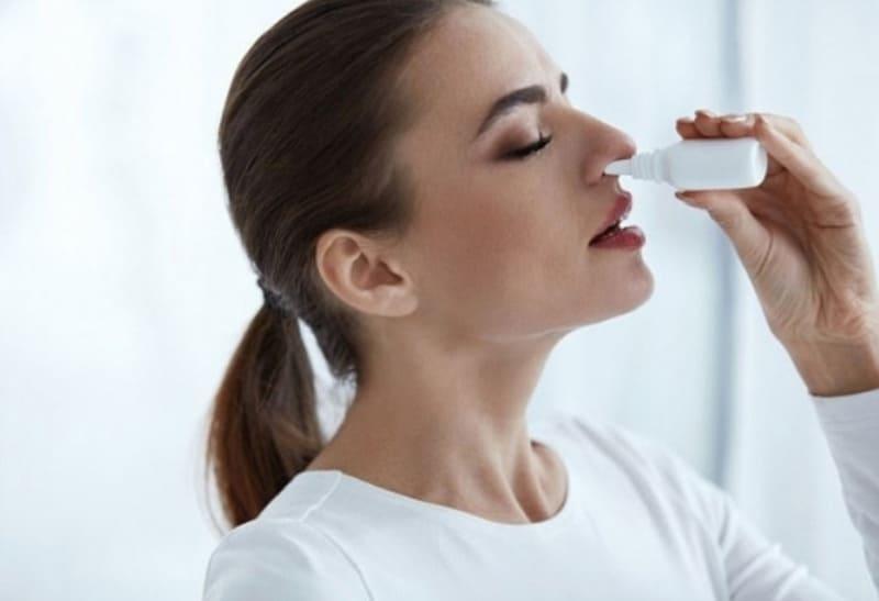 cách rửa mũi với bình xịt
