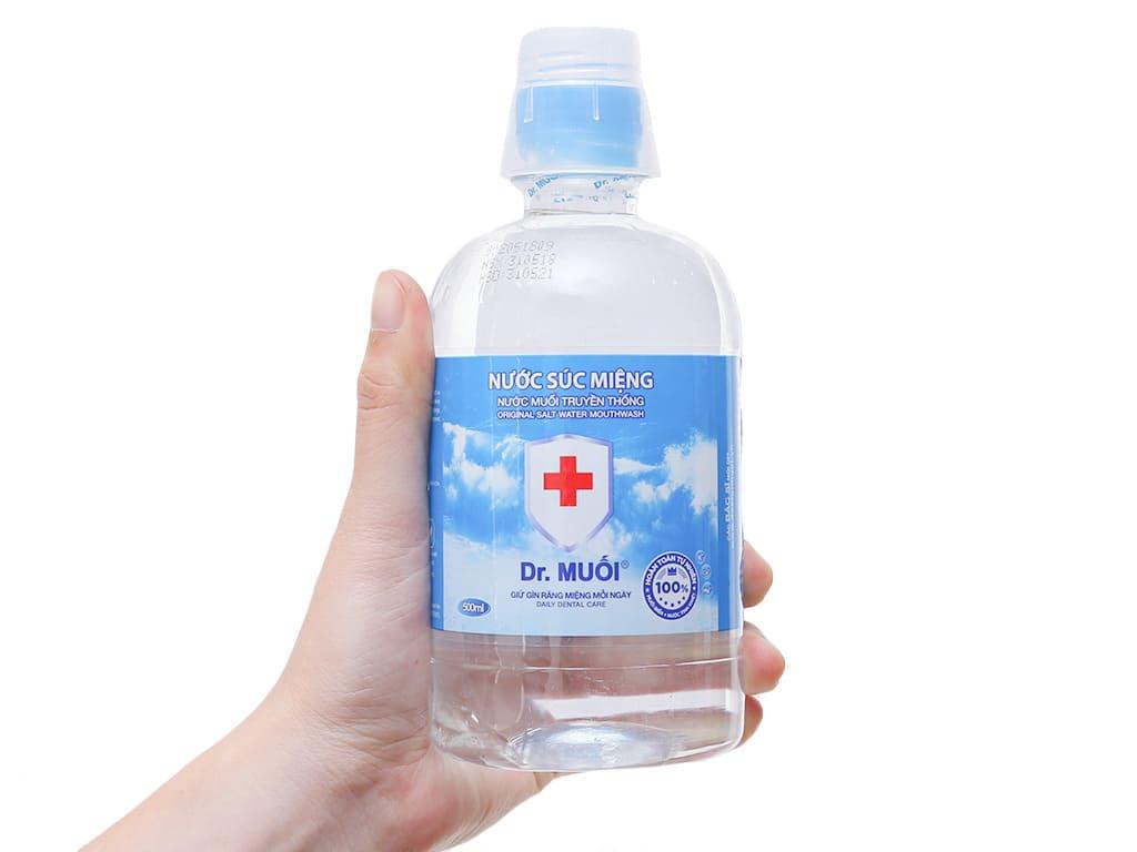 chữa đau cổ họng bằng nước muối