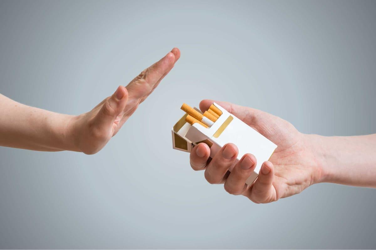 chữa viêm họng thì không nên hút thuốc