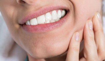 ngứa chân răng