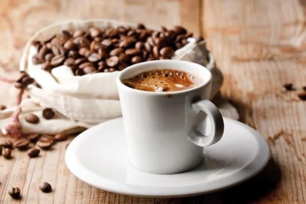nhức răng kiêng uống cà phê