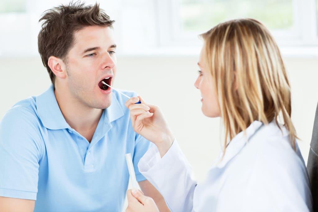 nuốt nước bọt đau họng là bệnh gì