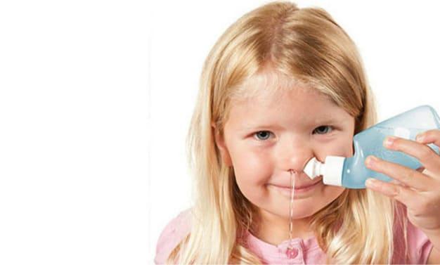 rửa mũi cho trẻ đúng cách