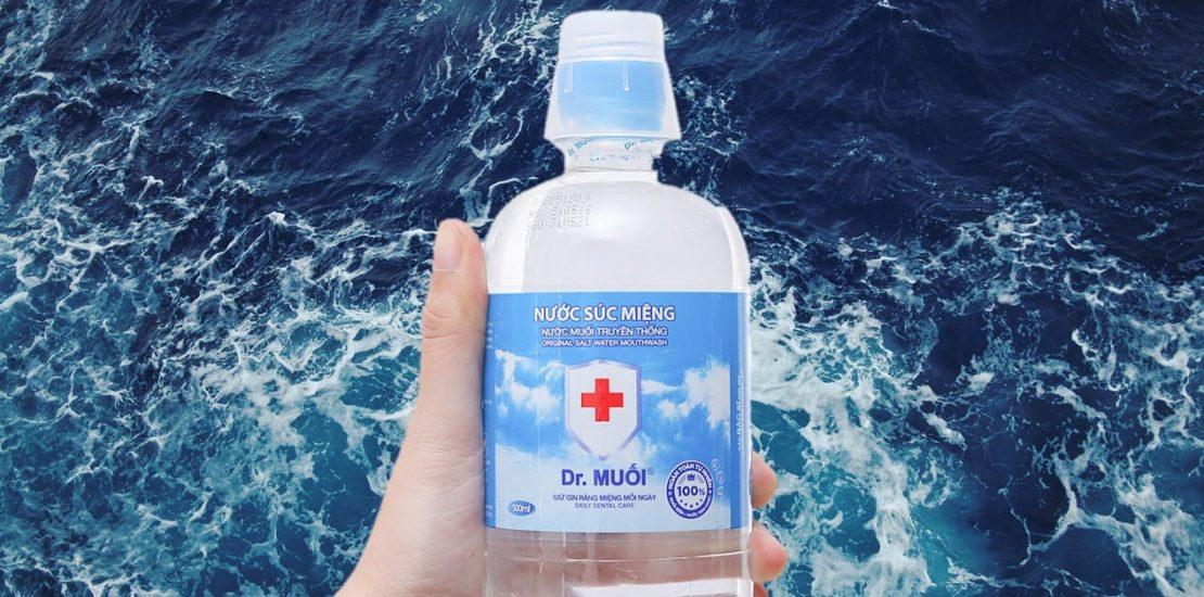 rửa vết thương bằng nước muối