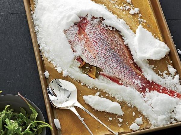 Tác dụng của muối biển ướp thịt cá