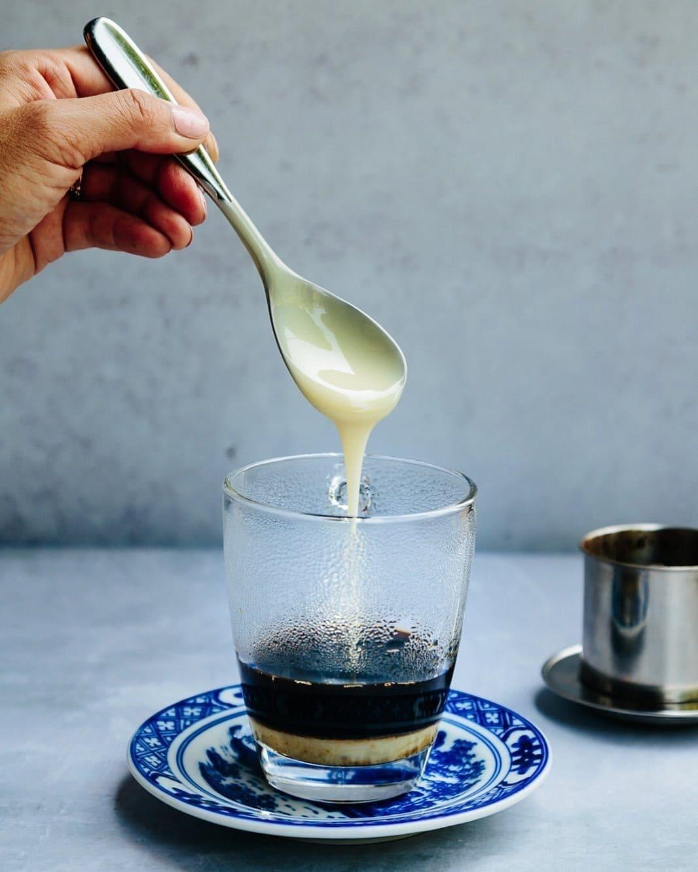 cách pha cafe sữa của người Việt