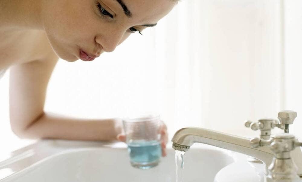 nên dùng nước súc miệng vào lúc nào
